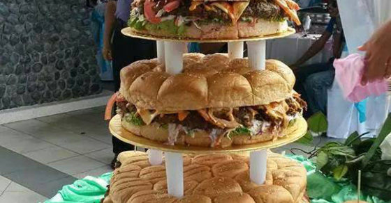 how to build a wedding cake with pillars epic burger wedding cake memes 15590